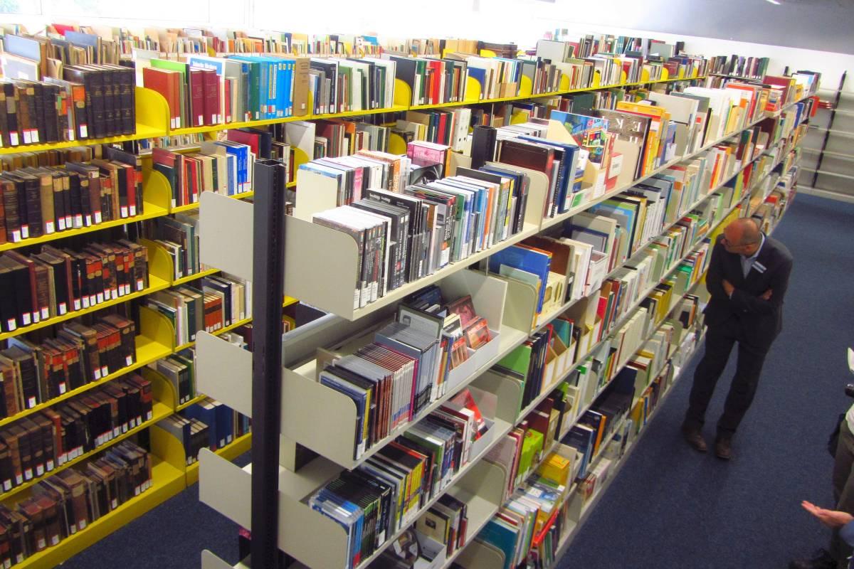 Uni Bibliothek Siegen Ausgelagert In Ehemaliges Mobelhaus Wp De