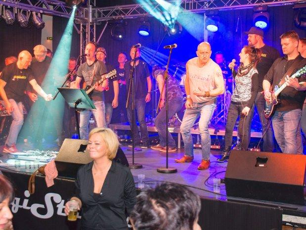 Die Local Friends werden nach dem riesigen Erfolg auch im kommenden Jahr für das Kinderhospiz auf der Rock for Children-Bühne stehen.