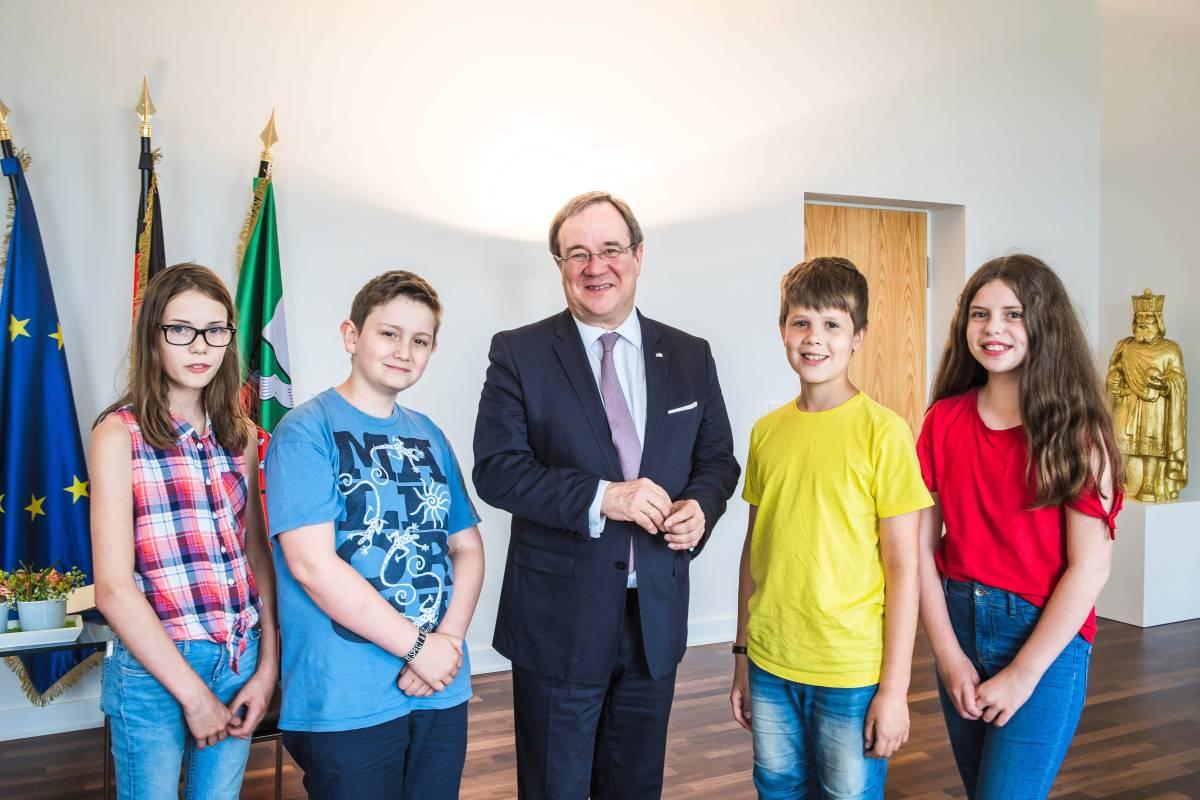 Kinderreporter Lochern Nrw Regierungschef Armin Laschet Wp De