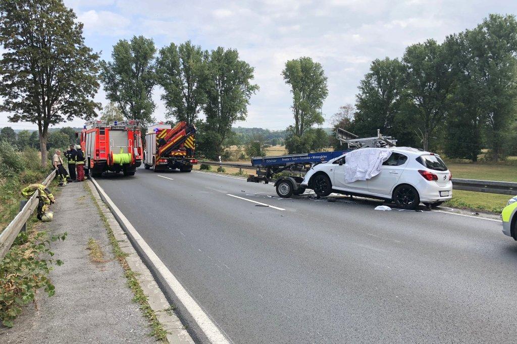 Dachdecker unfall  Dachdecker-Aufzug kracht in Menden auf Pkw – Fahrerin tot | wp.de ...