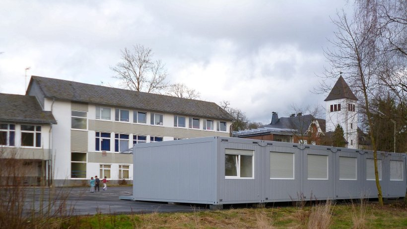 gefl chtete in hilchenbach sollen nicht in containern wohnen siegerland. Black Bedroom Furniture Sets. Home Design Ideas