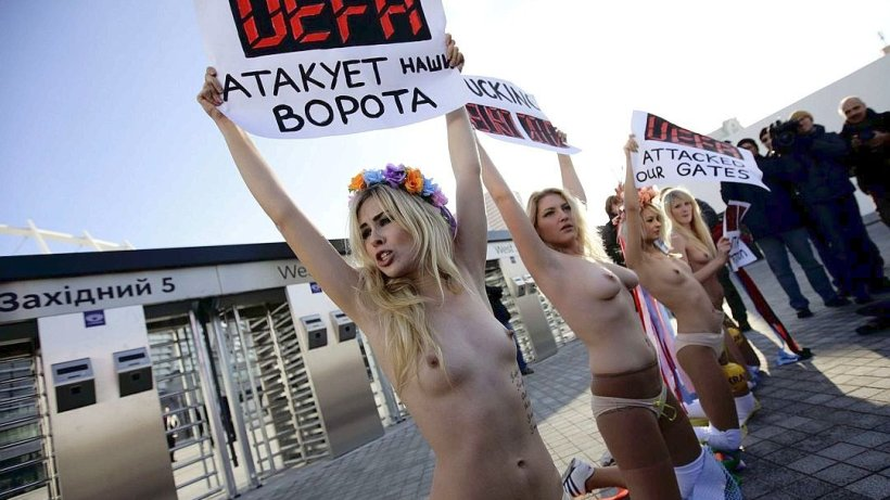 pornhub-nude-girls-protesting