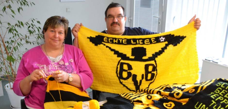 Bvb Fans Stricken Einen Schwarz Gelben Teppich Fürs Team Wpde