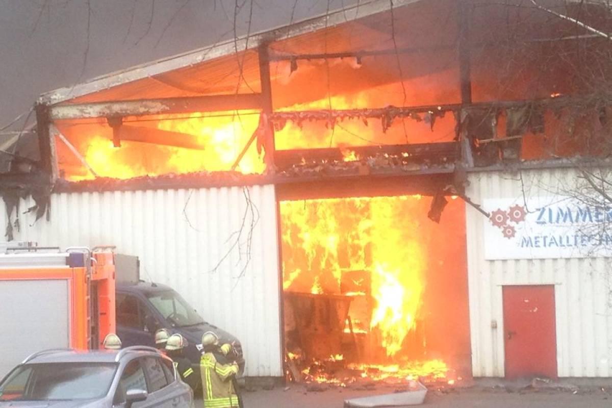 Dach Von Poco Lager Bei Großbrand In Hagen Eingestürzt Wpde Hagen