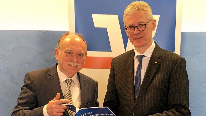 """Volksbank-Chef Dommes sucht """"händeringend Bankkaufleute"""" - Westfalenpost"""