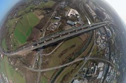 Bilder aus der Luft: Lennetalbrücke in Hagen wird verschoben