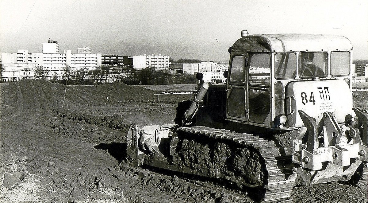 Der erste Bagger in der Oberilp, Anfang 1968. Im Hintergrund ist die Unterilp zu sehen.