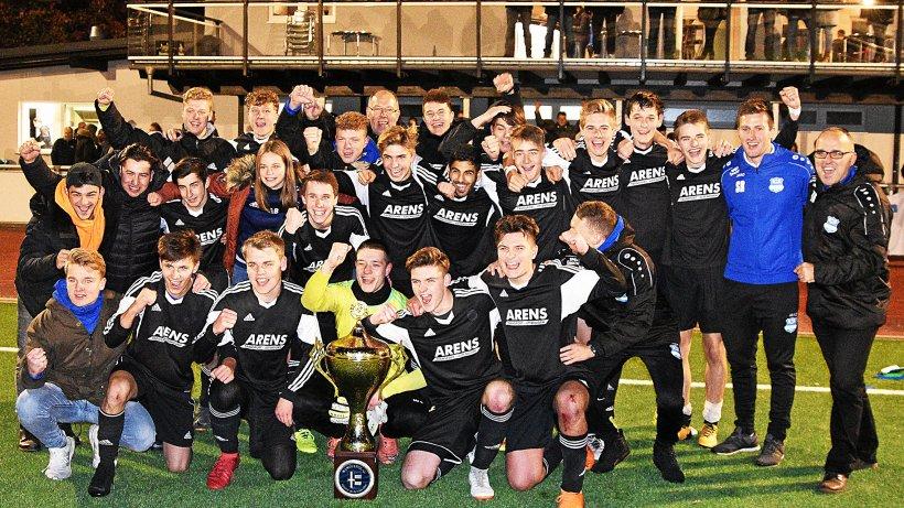 SC LWL und FC Lennestadt: Bis in die Haarspitzen motiviert - Westfalenpost