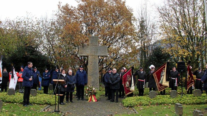 In Olsberg wurde der Opfer von Terror und Gewalt gedacht - Westfalenpost