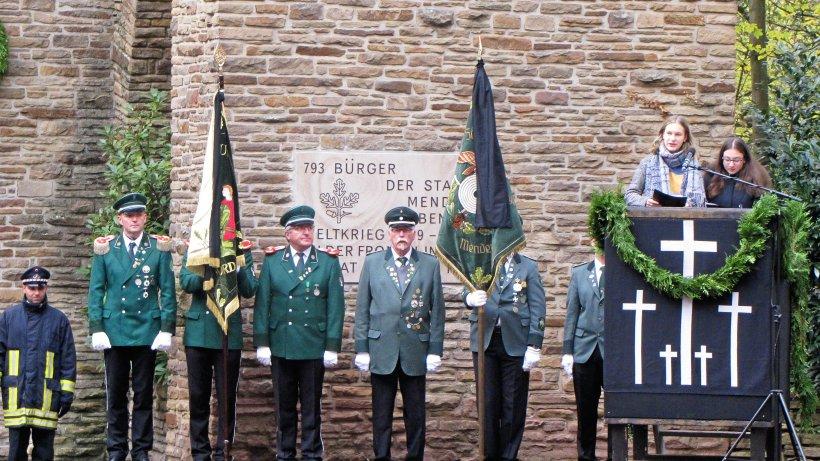 30 Bürger nehmen an Volkstrauertag in Menden teil - Westfalenpost