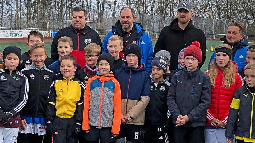 Stippvisite in Winterberg: Dieser Profi kickt mit Kindern - Westfalenpost