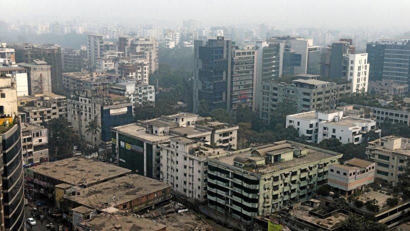 dhaka berichte menschen st rzen bei feuer aus hochhaus panorama. Black Bedroom Furniture Sets. Home Design Ideas