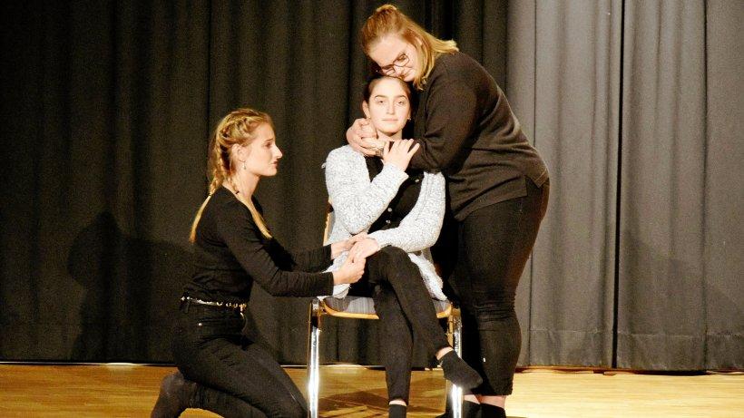 """""""Goldmenschen"""" gibt in Netphen dem Thema Demenz eine Bühne - Westfalenpost"""