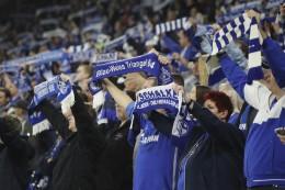 8000 Schalke-Fans feuern ihr Team bei Hannover 96 an